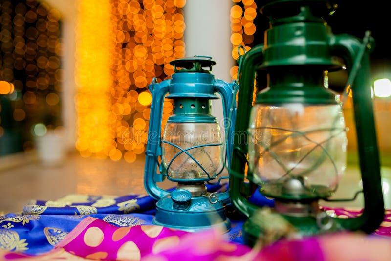 Deux lanternes images stock