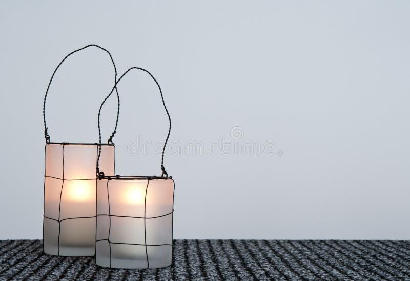 Deux lanternes confortables images stock