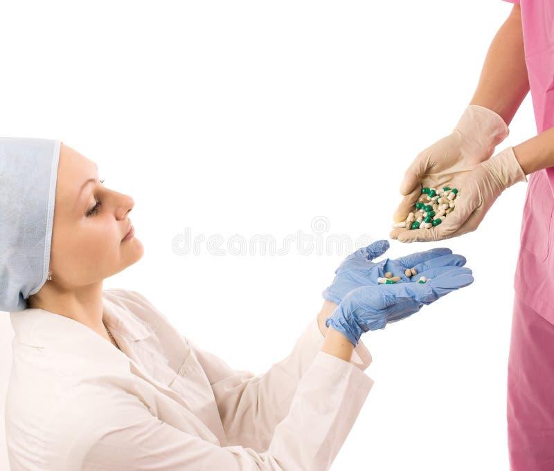 Deux médecins avec la drogue photos libres de droits