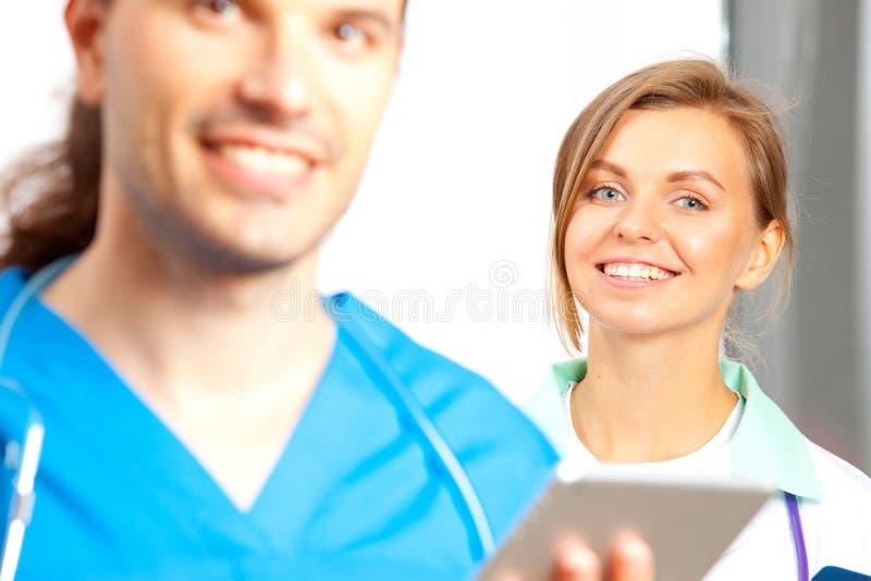 Deux médecins heureux photos libres de droits