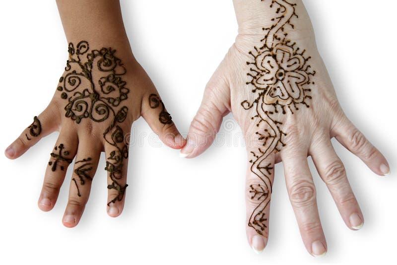 Deux mains femelles avec des tatouages de henné. photographie stock libre de droits