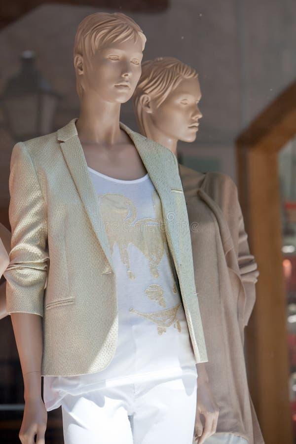 Deux mannequins élégants de mode photographie stock libre de droits