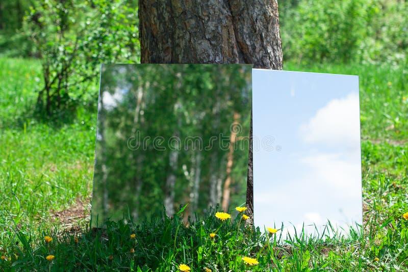 Deux miroirs images stock