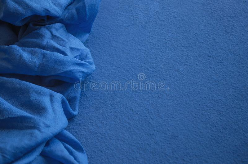 Deux morceaux de différents tissus bleus profonds photos libres de droits