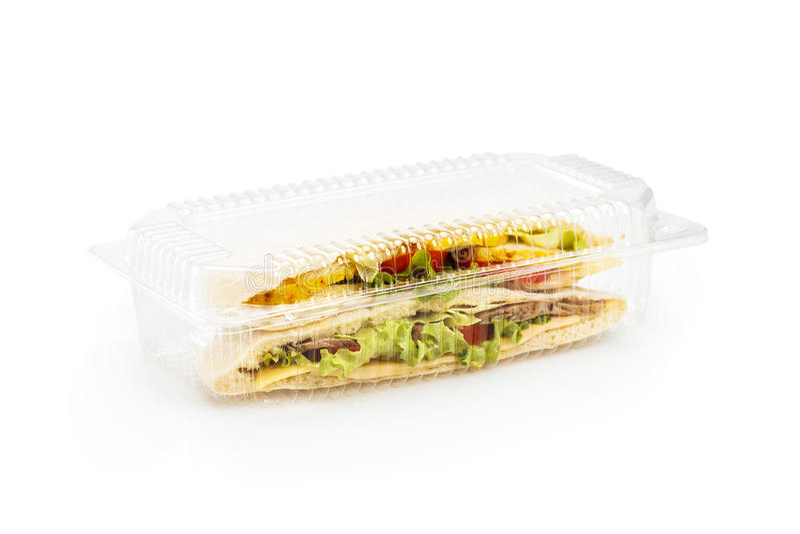 Deux morceaux de pain pita de pain avec un remplissage du poulet et du veau d'isolement sur le blanc Pour aller nourriture dans l images libres de droits
