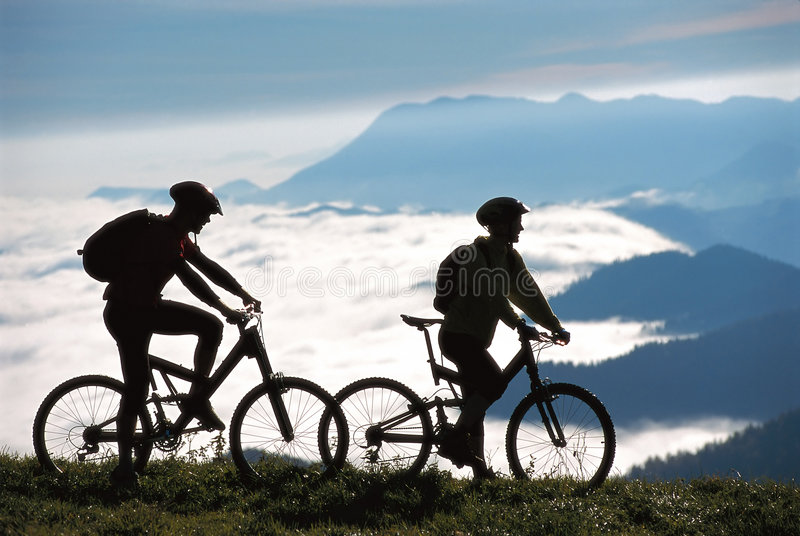 Deux mountainbikers photo stock
