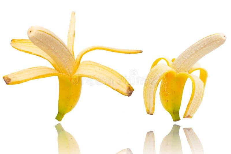 deux ont épluché des bananes d'isolement sur le blanc photographie stock