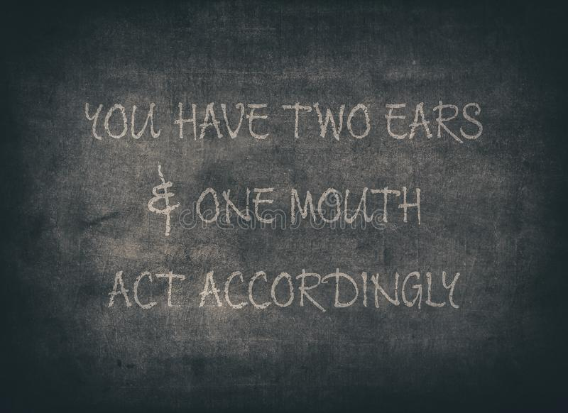 Deux oreilles ?coutent pour apprendre la typographie de sagesse photos stock
