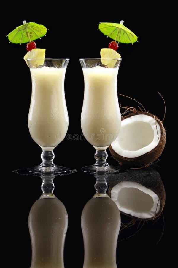 Deux ou trois cocktails de Piña Colada image libre de droits