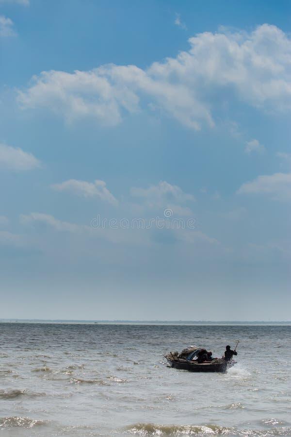 Deux pêcheur Catching Fish photo libre de droits