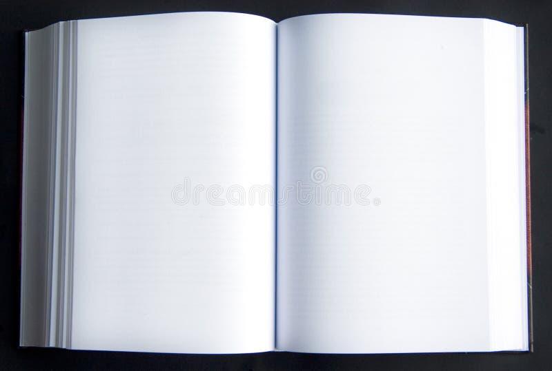 Deux pages en blanc dans un livre photo stock