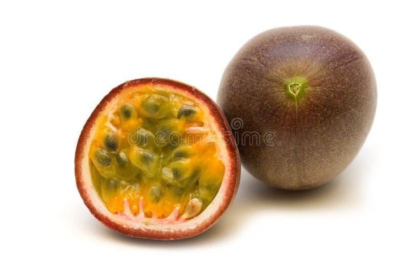 Deux passionfruits frais image libre de droits
