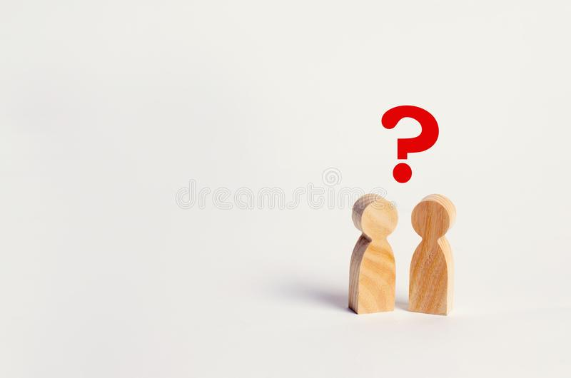 Deux personnes recherchent une réponse à une question, consultation, discussion, discussion psychothérapie de famille, question e photo stock