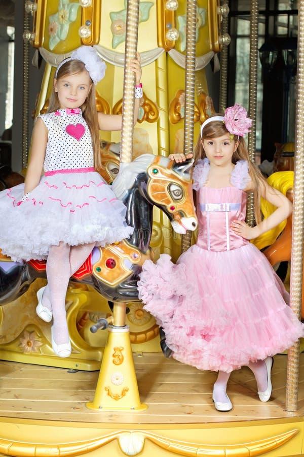 Deux petites filles photographie stock