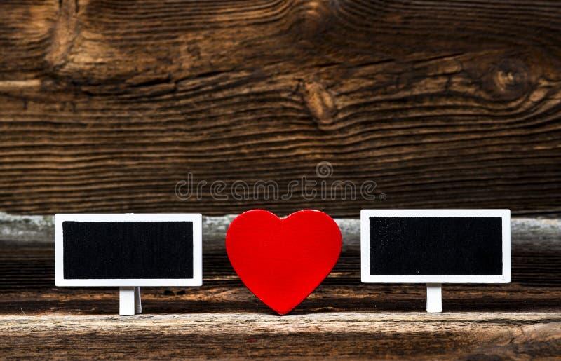 Deux petits tableaux noirs et coeur rouge images libres de droits