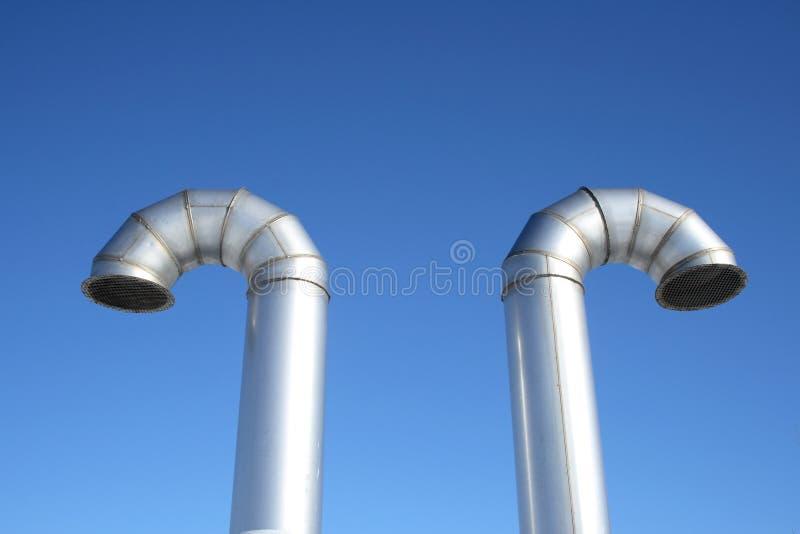 Deux pipes brillantes de ventilation en métal images libres de droits