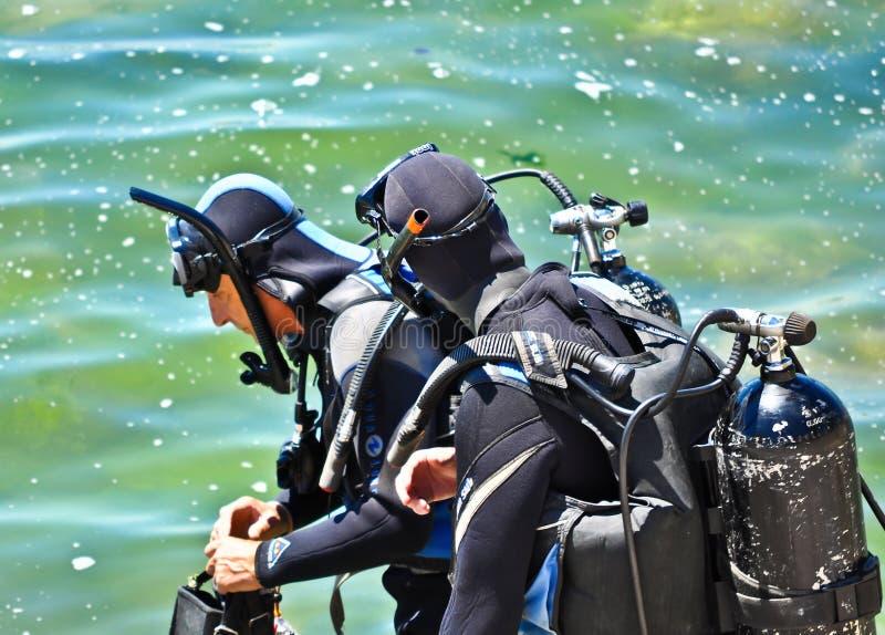 Deux plongeurs photographie stock