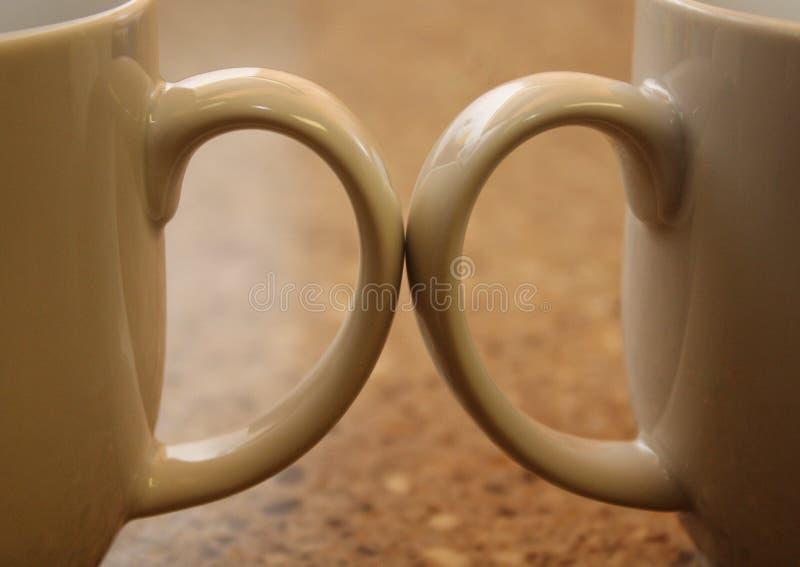 Deux poignées de tasse de café image stock