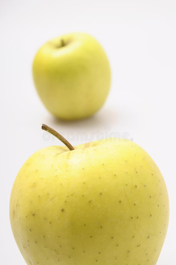 Deux pommes d'or images libres de droits