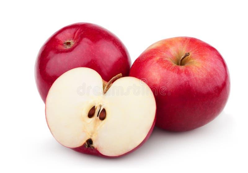 Deux pommes et moitiés rouges mûres de pomme image stock