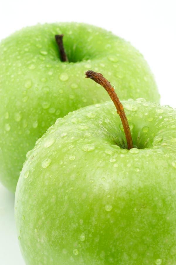 Deux pommes vertes photos stock