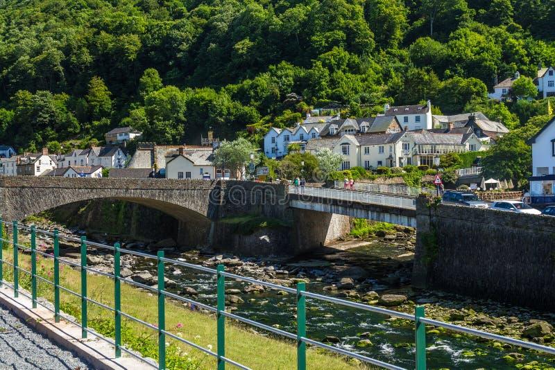 Deux ponts au-dessus de la rivière Lyn est et Lyn occidental photos stock