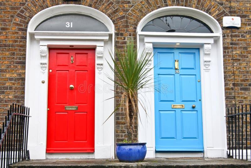 Deux portes géorgiennes, Dublin, Irlande photographie stock