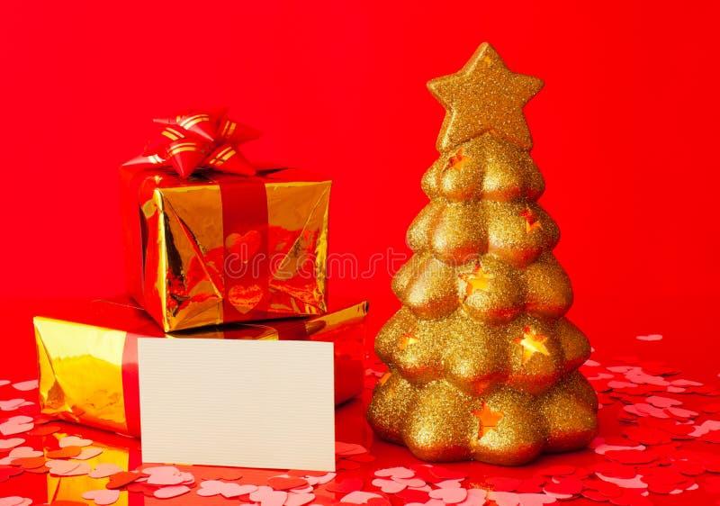 Deux présents, carte vierge et arbre toujours d'actualité d'or image libre de droits