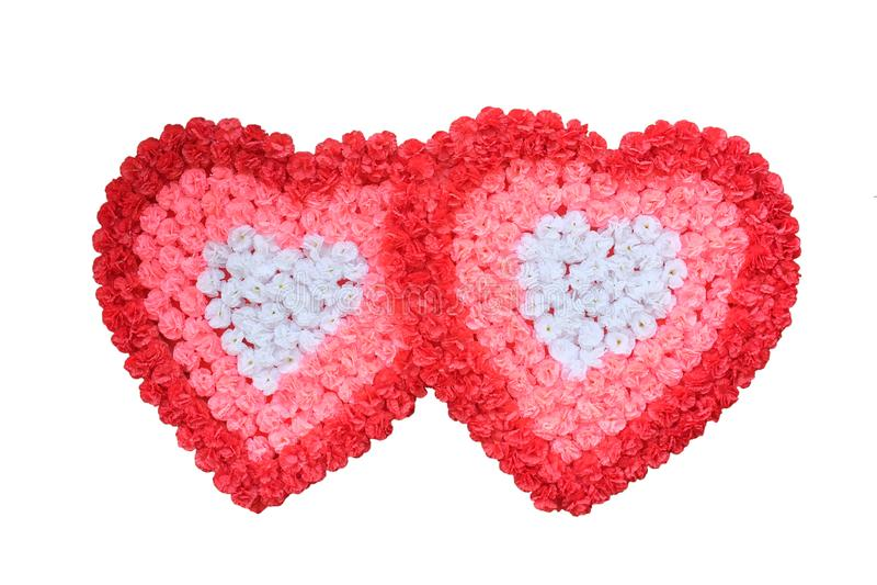 Deux roses artificielles dans la forme de coeur d'isolement sur le fond blanc photo stock
