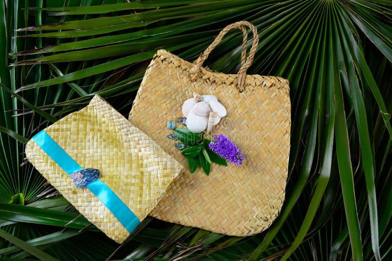 Deux sacs à main tissés de lin photos stock