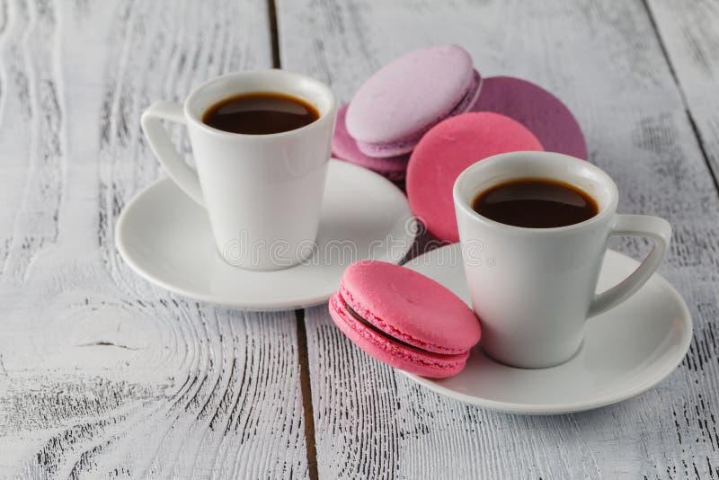 Download Deux Tasses De Café Et De Plan Rapproché De Macarons Photo stock - Image du chic, savoureux: 77154962