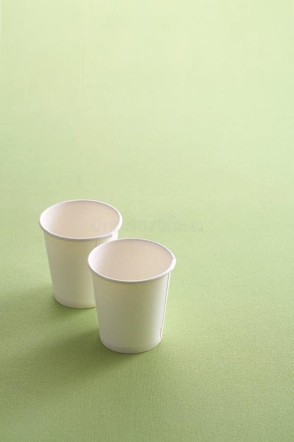 Deux tasses de papier photographie stock libre de droits