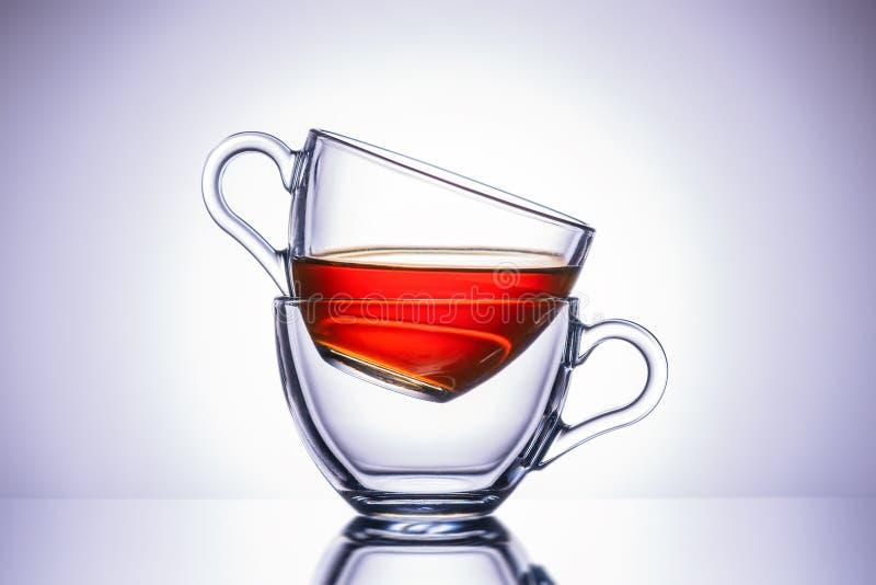 Deux tasses transparentes de thé Site central, en gros plan image libre de droits