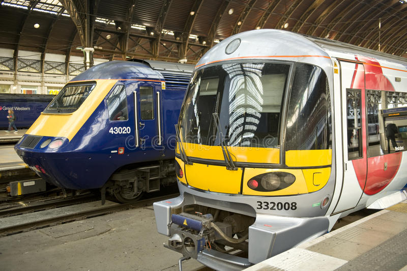 Deux trains photo libre de droits