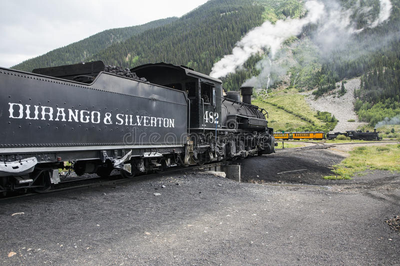 Deux trains, Durango et mesure étroite de Silverton Railroad comporter la machine à vapeur, Silverton, le Colorado, Etats-Unis photos libres de droits