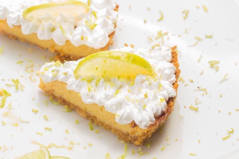 Deux tranches de tarte de citron image libre de droits