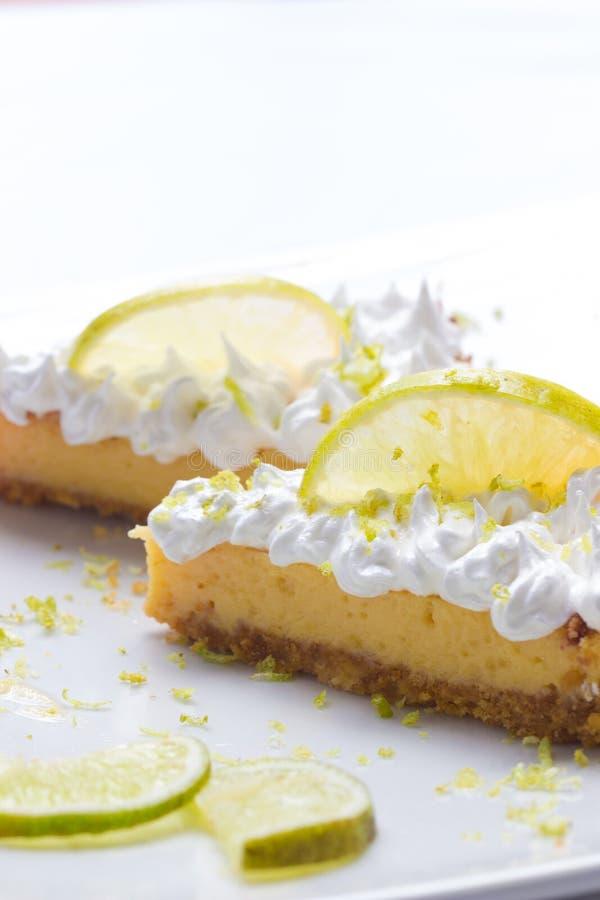 Deux tranches de tarte de citron photographie stock libre de droits
