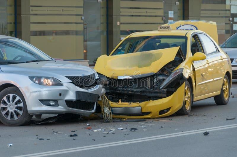 Deux véhicules écrasés photo stock