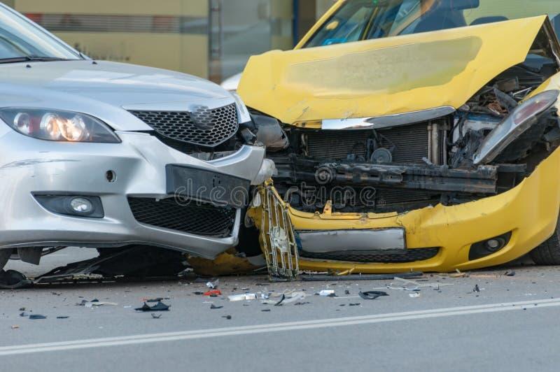 Deux véhicules écrasés photos stock