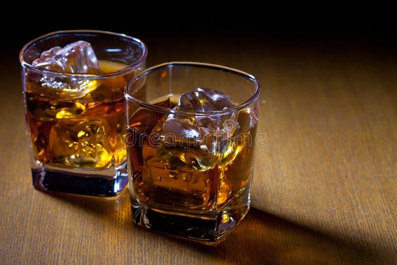 Deux verres avec des boissons photo stock
