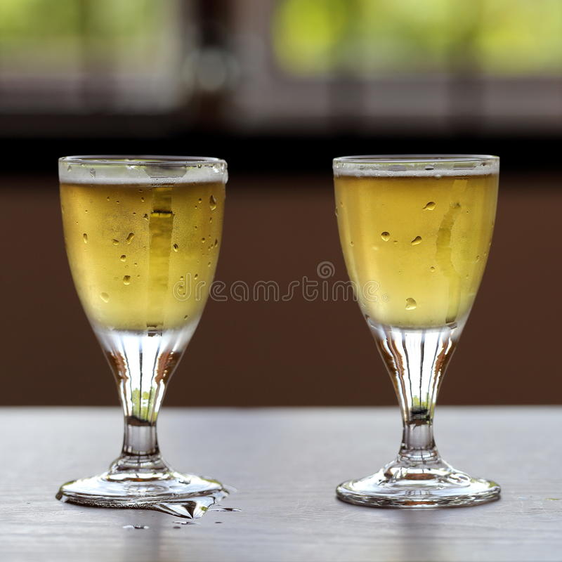 Deux verres de bières froides photo libre de droits