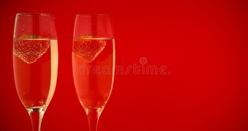 Deux verres de champagne avec des fraises illustration libre de droits
