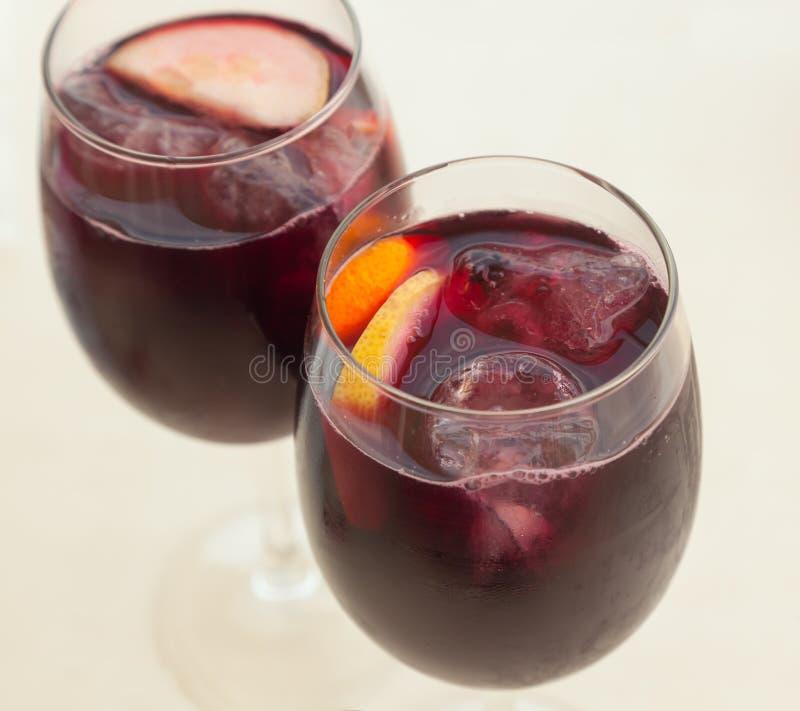Deux verres de sangria, plan rapproché photos libres de droits