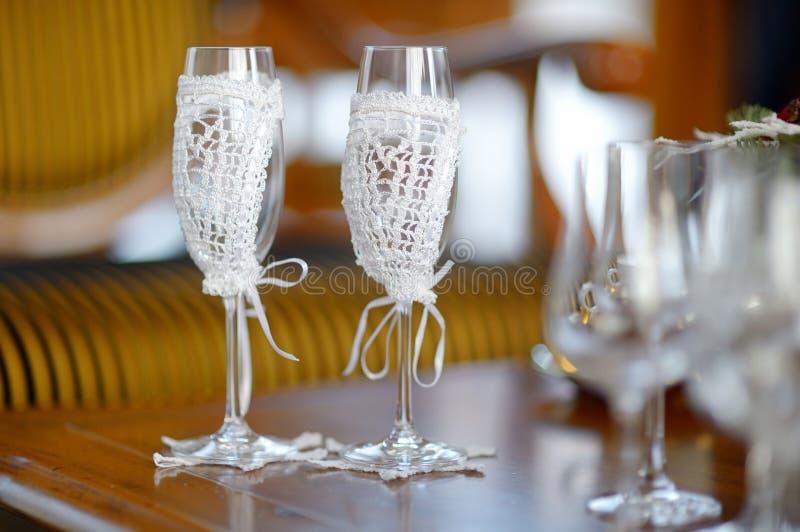 Deux verres vides de champagne de mariage image stock