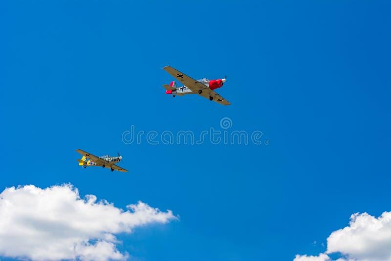 Deux vieux avions de propulseur photos stock
