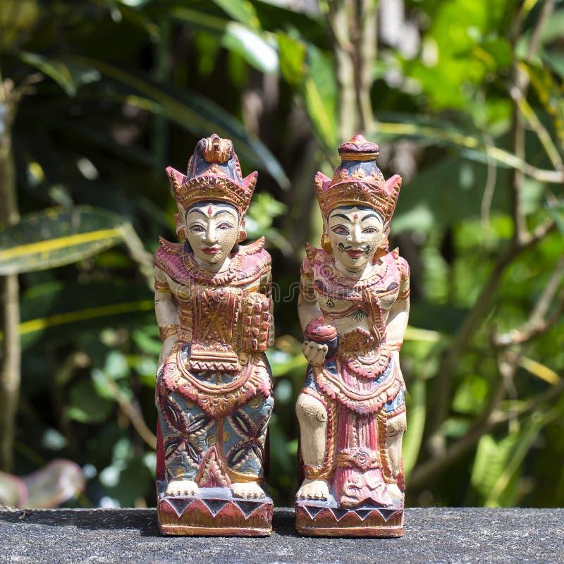 Deux vieux chiffres en bois mythiques en île Bali, Indonésie image libre de droits