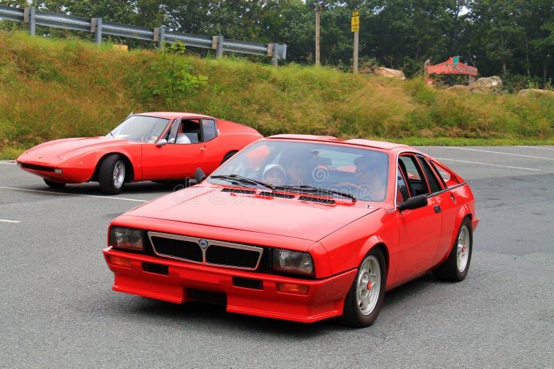 Deux voitures de sport italiennes classiques exotiques images libres de droits