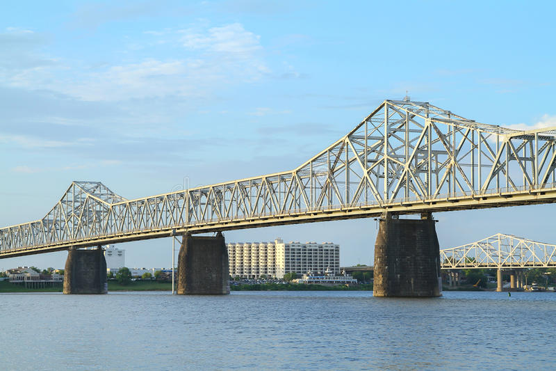 Deuxième pont en rue entre le Kentucky et l'Indiana photographie stock libre de droits