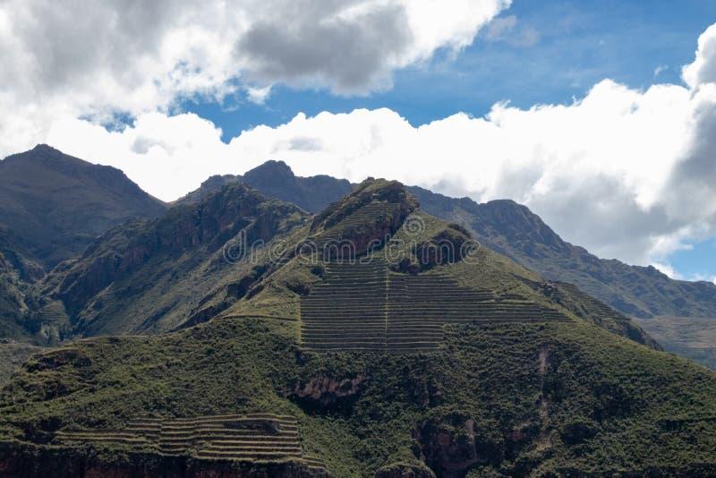 Devarvade terrasserna inom den sakrala dalen av incasna arkivfoto