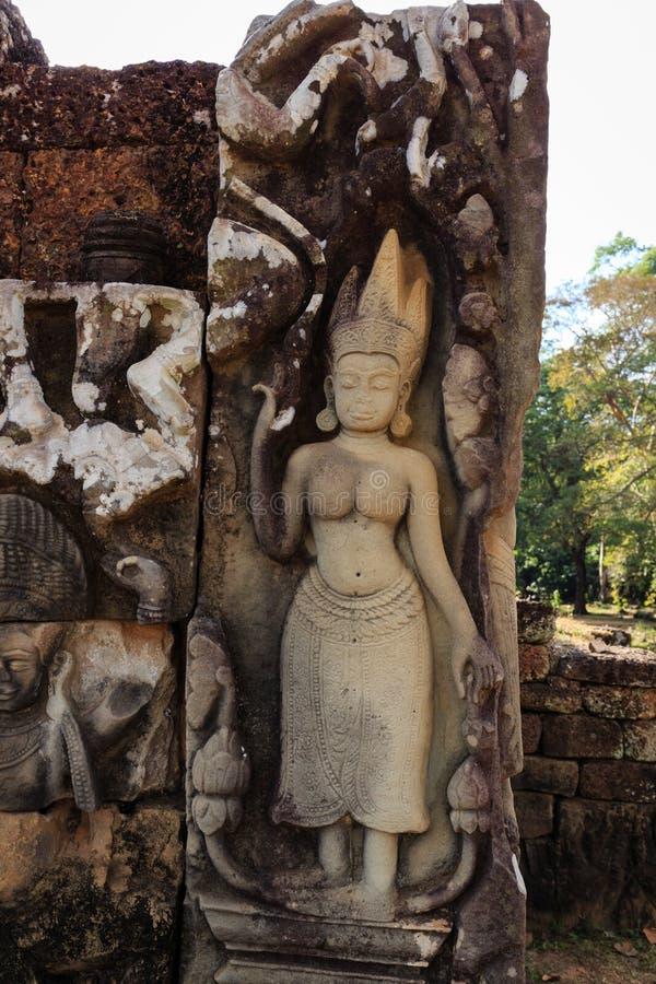 Devatas på spetälskkonungen i Angkor Thom arkivbild